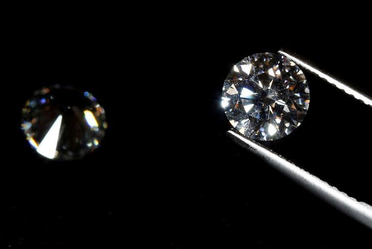 FILE PHOTO: A high-quality diamond is seen in a jewellery shop in Milan. Picture taken on October 19, 2016. REUTERS/Stefano Rellandini/File Photo