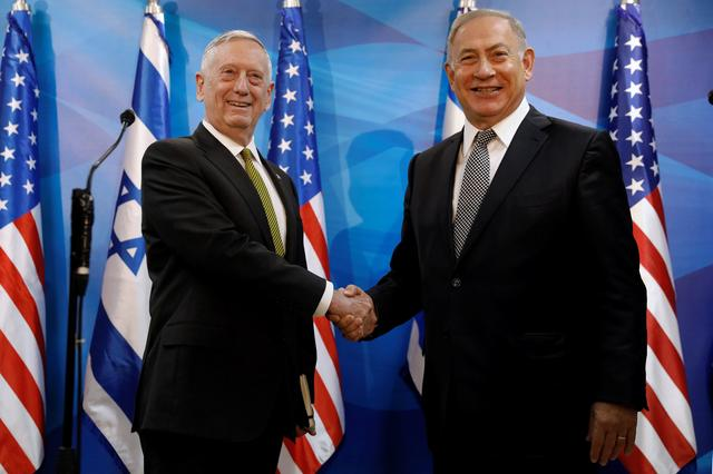 Israel's Prime Minister Benjamin Netanyahu welcomes U.S. Defense Secretary James Mattis in his offices in Jerusalem April 21, 2017. REUTERS/Jonathan Ernst
