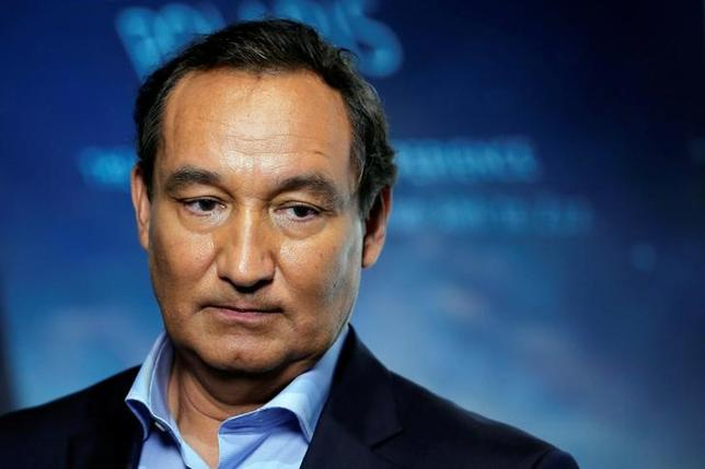 Chief Executive Officer of United Airlines Oscar Munoz introduces a new international business class dubbed United Polaris in New York, U.S. June 2, 2016. REUTERS/Lucas Jackson - RTX2FDLK