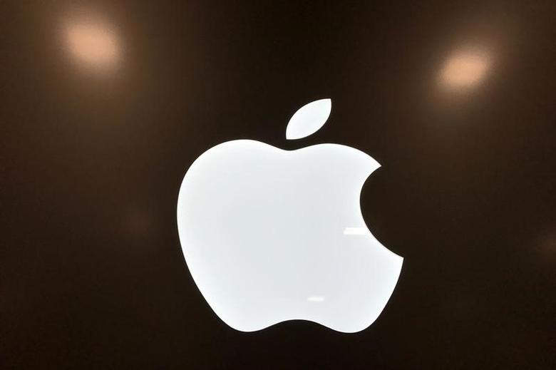 An Apple logo is seen in a store in Los Angeles, California, U.S., March 24, 2017. REUTERS/Lucy Nicholson - RTX32LL4