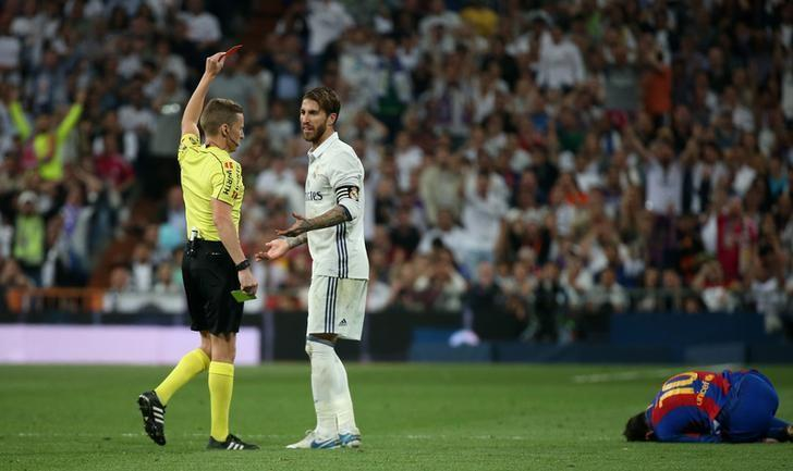 Football Soccer - Real Madrid v FC Barcelona - Spanish Liga Santander - Santiago Bernabeu, Madrid, Spain - 23/4/17 Real Madrid's Sergio Ramos is shown a red card by referee Alejandro Hernandez Reuters / Sergio Perez Livepic