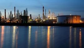 النفط يرتفع بعد انخفاض كبير في المخزونات الأمريكية