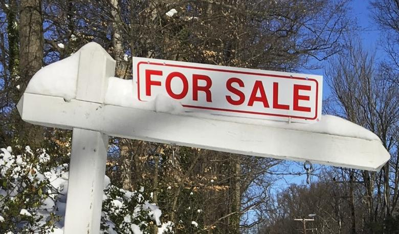 A house-for-sale sign is seen inside the Washington DC Beltway in Annandale, Virginia January 24, 2016.    REUTERS/Hyungwon Kang/Files