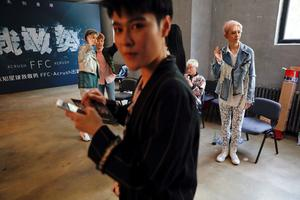 China's all-girl 'boy band'