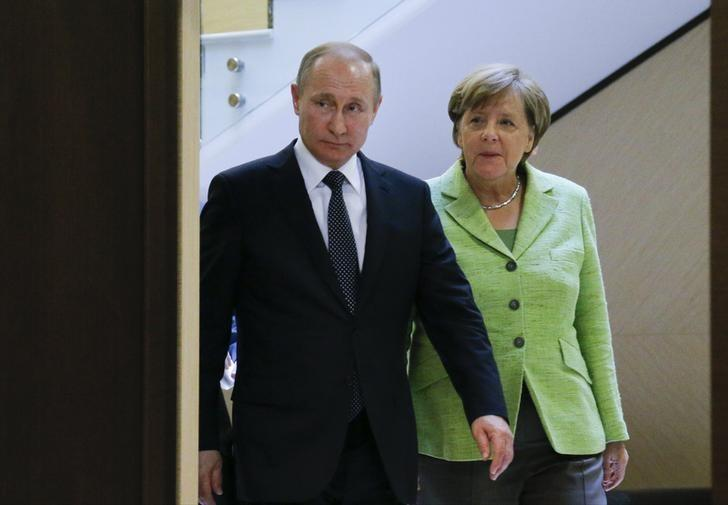 Russian President Vladimir Putin and German Chancellor Angela Merkel arrive for a meeting at the Bocharov Ruchei state residence in Sochi, Russia, May 2, 2017. REUTERS/Alexander Zemlianichenko/Pool