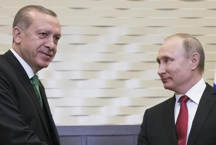 Russian President Vladimir Putin (R) meets with his Turkish counterpart Tayyip Erdogan in Sochi, Russia, May 3, 2017. REUTERS/Alexander Zemlianichenko/Pool