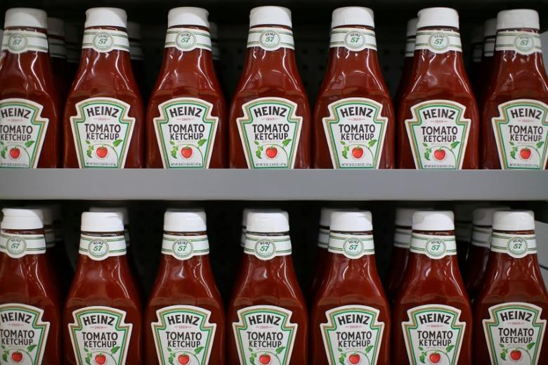 FILE PHOTO: Heinz tomato Ketchup is show on display during a preview of a new Walmart Super Center prior to its opening in Compton, California, U.S., January 10, 2017.  REUTERS/Mike Blake/File Photo