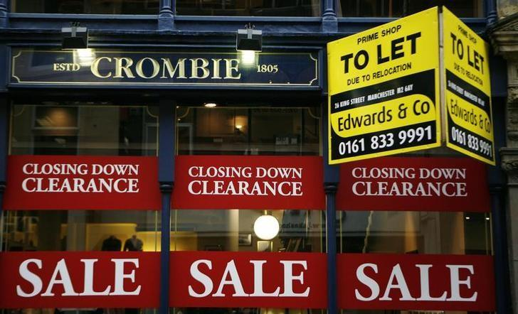 Clearance sale signs and a To Let board are seen outside a clothing in Manchester, northern England October 7, 2008.  REUTERS/Phil Noble/Files