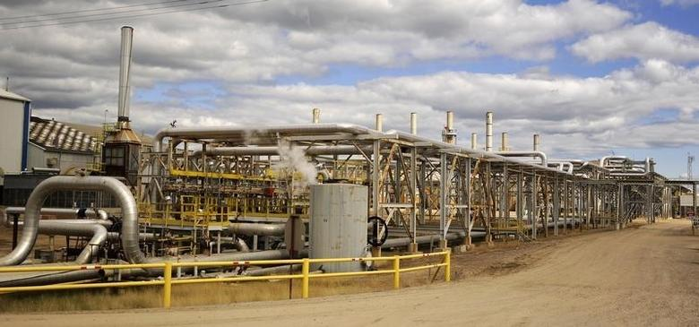 Facilities at Canadian Natural Resources Limited's (CNRL) Primrose Lake oil sands project is seen near Cold Lake, Alberta August 8, 2013.   REUTERS/Dan Riedlhuber