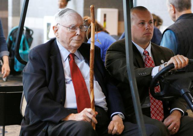 Berkshire Hathaway vice chairman Charlie Munger visits the shareholder shopping day in a golf cart. REUTERS/Rick Wilking