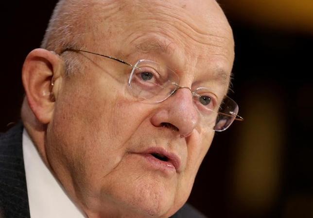 5月8日、2016年の米大統領選を巡るロシアの関与疑惑やトランプ陣営とロシア政府が共謀していた可能性に関する調査の一環として、オバマ前政権の当局者2人が、上院で証言する。写真はその一人、前政権で国家情報長官を務めたジェームズ・クラッパー氏。1月米ワシントン・米議会議事堂で撮影(2017年 ロイター/Joshua Roberts)