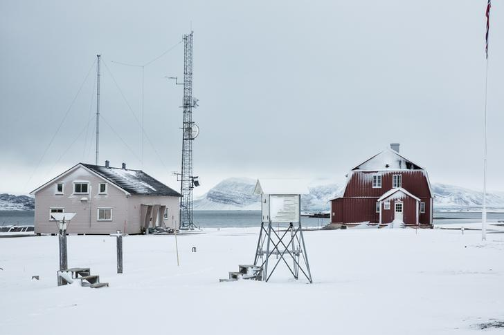 A weather station is seen in Ny Alesund, one of the most northerly settlements in the world, a base for international scientists, Svalbard October 17, 2015. REUTERS/Anna Filipova