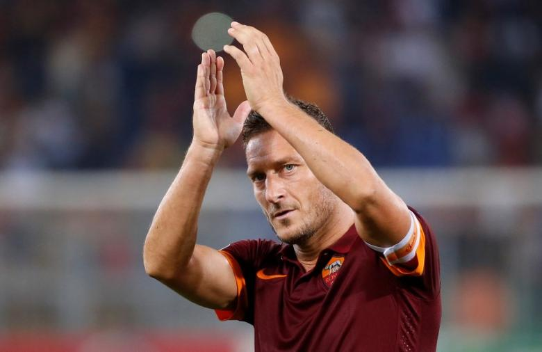 FILE PHOTO AS Roma's Francesco Totti claps at the end of their Champions League Group E soccer match against CSKA Moskow at the Olympic Stadium in Rome September 17, 2014. AS Roma won 5-1.  REUTERS/Alessandro Bianchi/File Photo