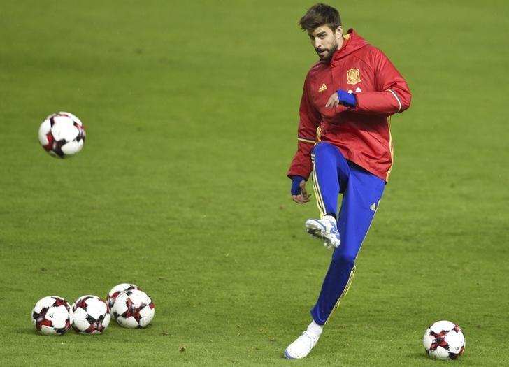 Football Soccer - Spain training session - World Cup 2018 Qualifiers - El Molinon stadium, Gijon, Spain, 23/03/17 Spain's Gerard Pique attends training session. REUTERS/Eloy Alonso/Files