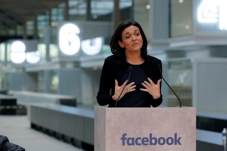 Sheryl Sandberg, Chief Operating Officer of Facebook, delivers a speech during a visit in Paris, France, on January 17, 2017.   REUTERS/Philippe Wojazer/File Photo