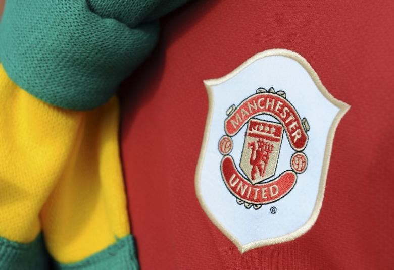 A Manchester United supporter wears an 'anti-Glazer' protest scarf before their English Premier League soccer match against Liverpool at Old Trafford in Manchester, northern England March 21, 2010./Files