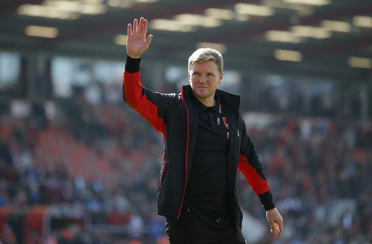 Britain Football Soccer - AFC Bournemouth v Burnley - Premier League - Vitality Stadium - 13/5/17 Bournemouth manager Eddie Howe acknowledges fans during a lap of honour after the match Action Images via Reuters / Andrew Couldridge Livepic