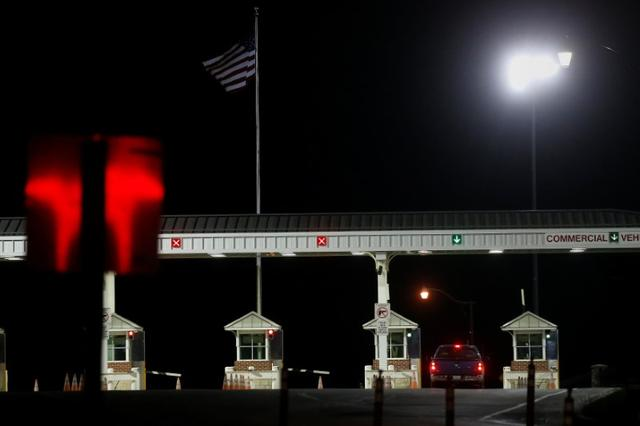 The front gate of U.S. Army base Fort Leavenworth is pictured in Leavenworth, Kansas, U.S., May 17, 2017.   REUTERS/Carlo Allegri