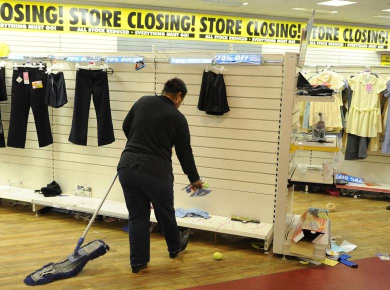 An employee works at a Woolworths store in west London, January 5, 2009. The iconic British retail chain closes its remaining branches tomorrow.       REUTERS/Toby Melville (BRITAIN)