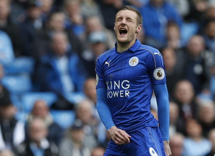 Britain Football Soccer - Manchester City v Leicester City - Premier League - Etihad Stadium - 13/5/17 Leicester City's Jamie Vardy looks dejected Reuters / Andrew Yates Livepic