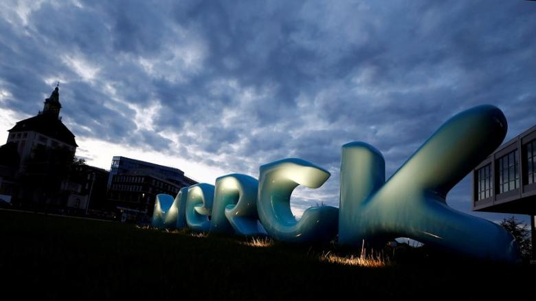 FILE PHOTO: The logo of German pharmaceuticals company Merck in front of the company's headquarters in Darmstadt, Germany, May 16, 2016.  REUTERS/Kai Pfaffenbach/File Photo