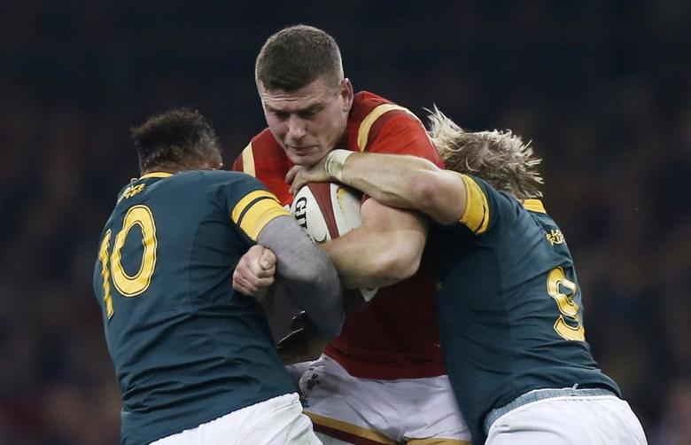Rugby Union Britain - Wales v South Africa - Principality Stadium, Cardiff, Wales - 26/11/16 Wales' Scott Williams is tackled by South Africa's Faf de Klerk and Elton Jantjies Action Images via Reuters / Paul Childs Livepic