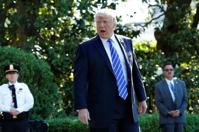 5月18日、トランプ米大統領は、ロシア疑惑を巡る捜査に特別検察官が設置されたことを受けて、米国史上「最大の魔女狩り」と批判した。写真は17日、ワシントンで撮影(2017年 ロイター/Yuri Gripas)