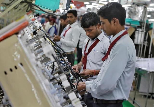 Employees of Motherson Sumi Systems Limited, work on a car wiring assembly line inside a factory in Noida on the outskirts of New Delhi, April 28, 2016. REUTERS/Anindito Mukherjee/Files