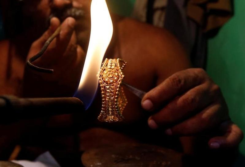India gold imports to plunge in festive months after pre-GST purchases