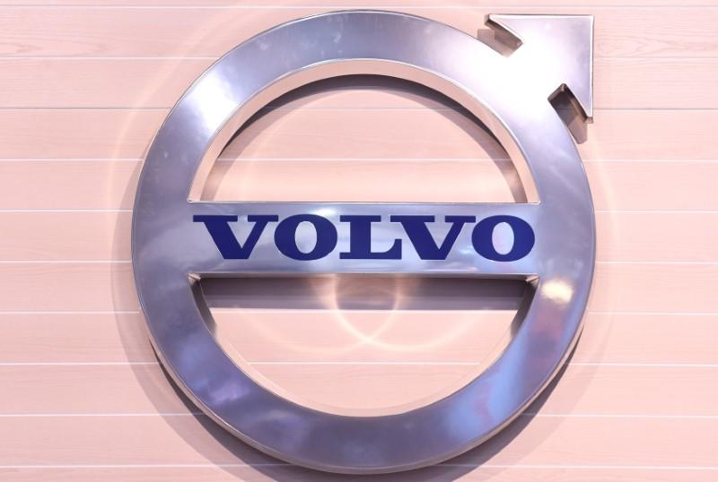 Volvo Attracts Knds Cmi Bids For Renault Trucks Defence Sources