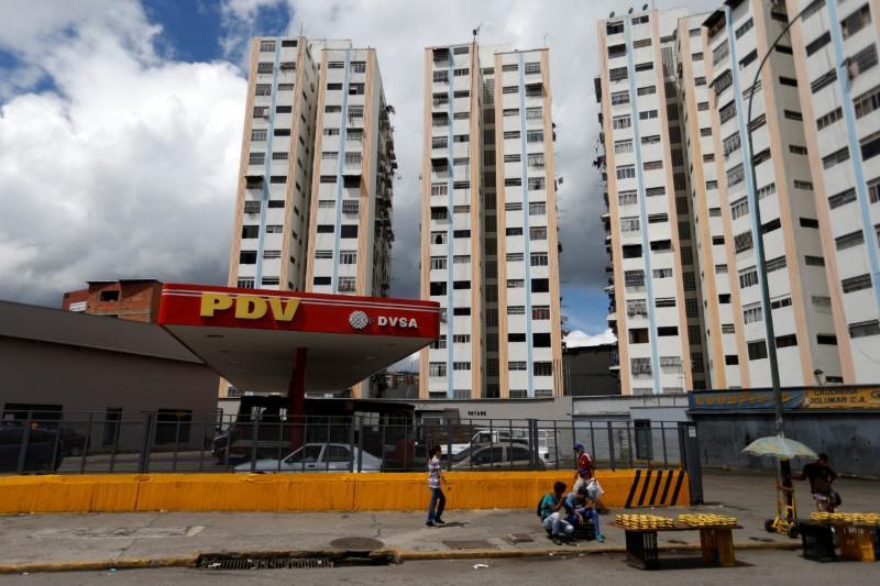 Oil markets escape Venezuela sanctions for now