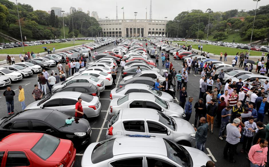 Hasil gambar untuk Uber Scrambles To Head Off Brazil Bill Regulating Ride Software
