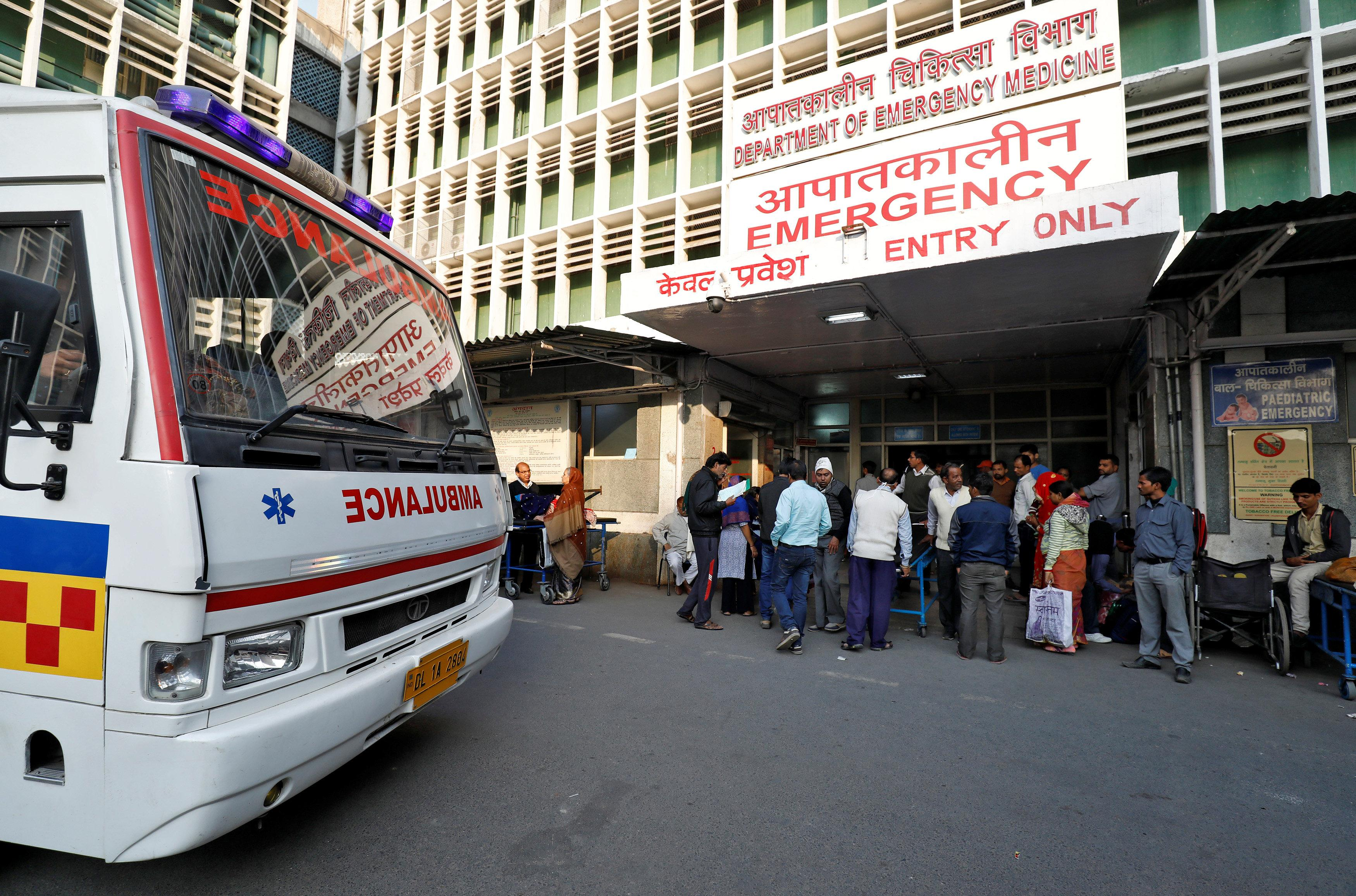 An ambulance arrives as people stand at the entrance of the emergency department of a government-run hospital in New Delhi, India, November 22, 2017.   Picture taken November 22, 2017.  Saumya Khandelwal