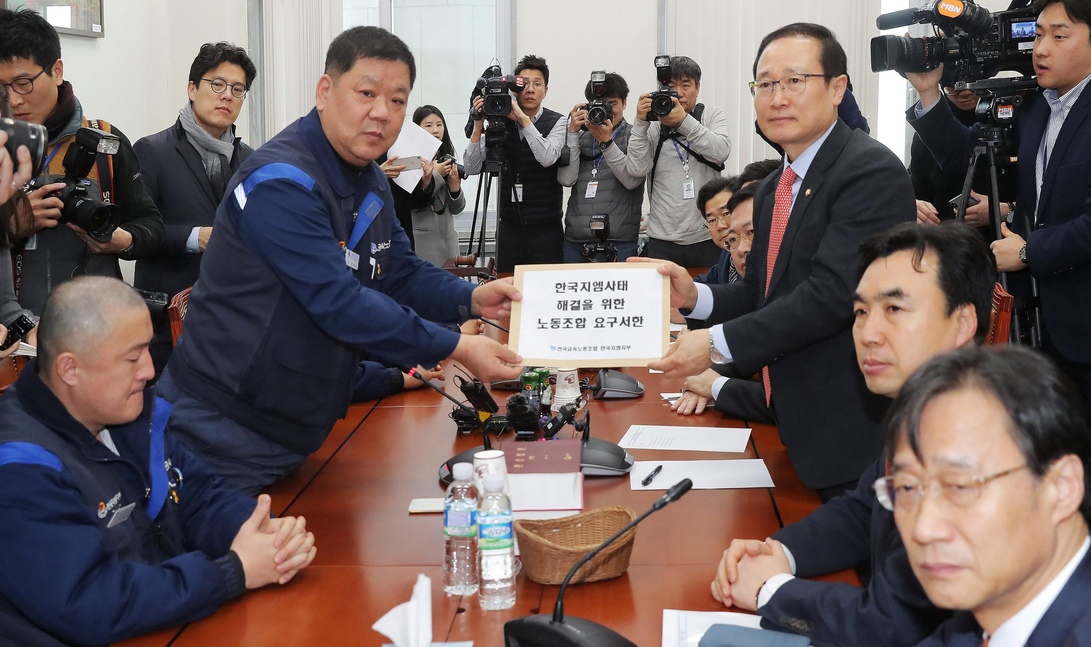 GM Korea's labour union leaders deliver a letter to Hong Young-pyo, a ruling party lawmaker from Bupyeong, where GM Korea's biggest factory is based, demanding the normalization of GM Korea's operation, in the National Assembly in Seoul, South Korea February 20, 2018.  Yonhap via