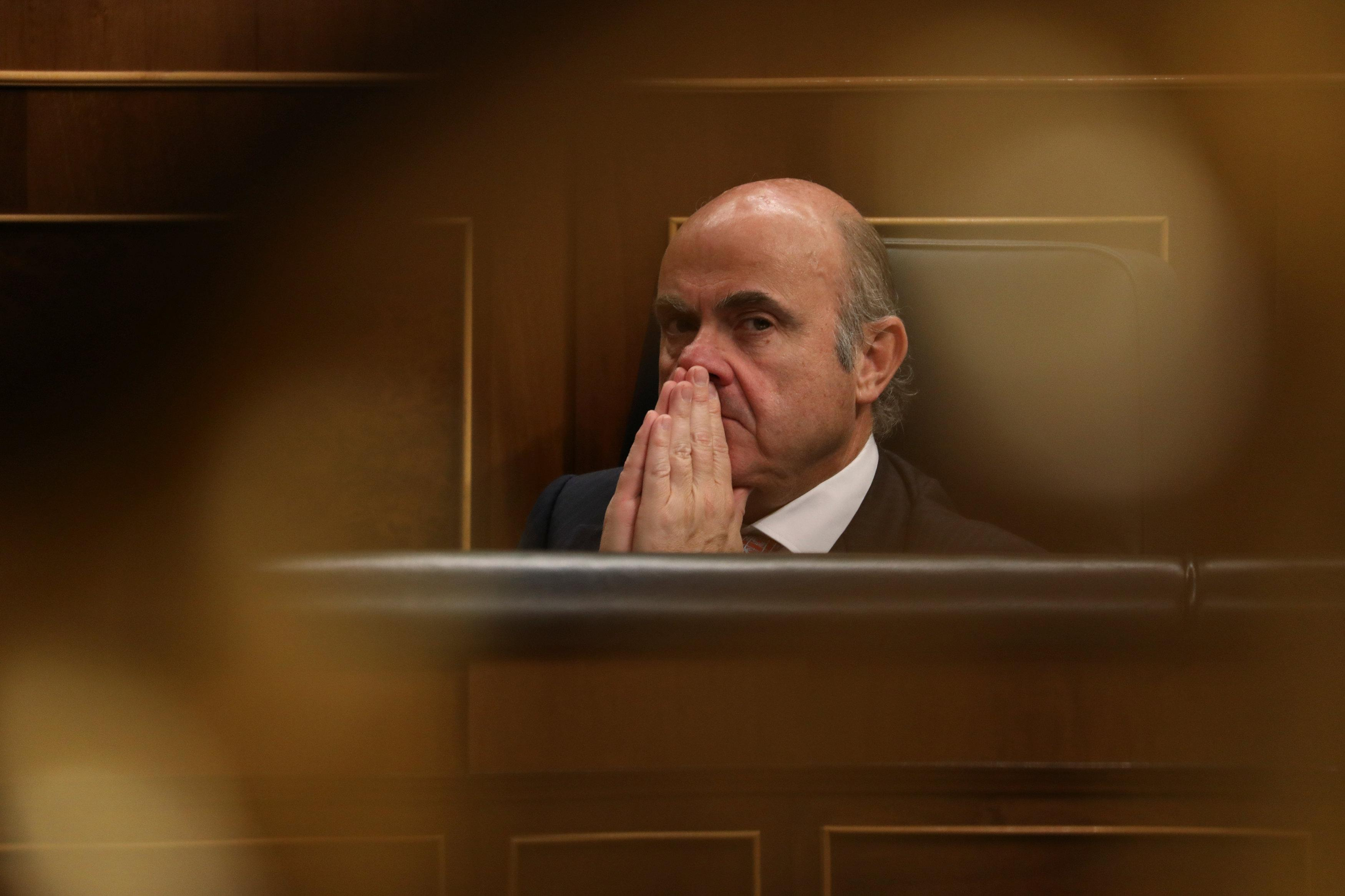 Spain's Economy Minister Luis de Guindos attends a plenary session at Spain's Parliament in Madrid, Spain, February 15, 2018. Susana Vera