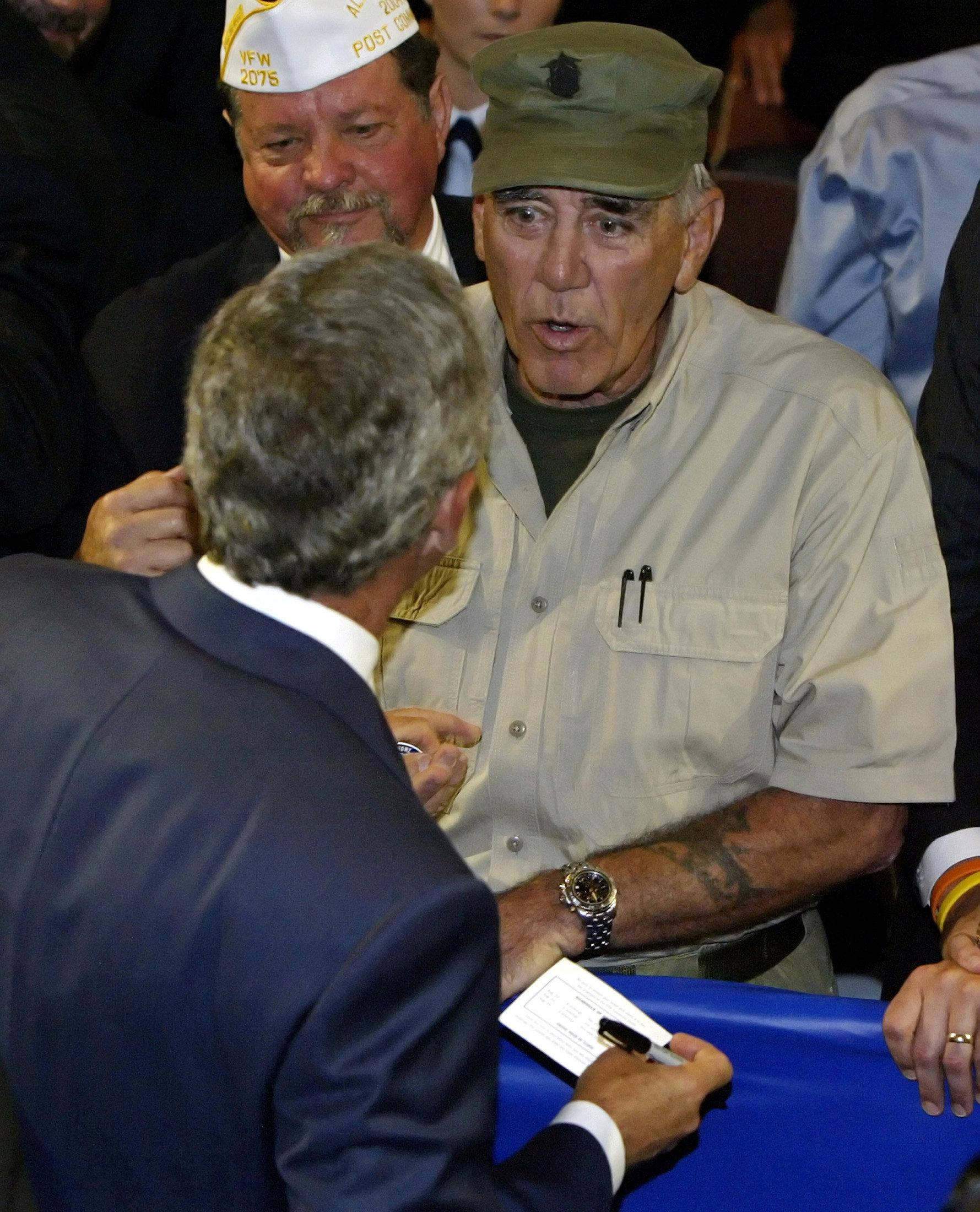 FILE PHOTO U.S. President George W. Bush (front) talks to actor and veteran R. Lee Ermey (R) at the Veterans of Foreign Wars (VFW) national convention in Salt Lake City, Utah, August 22, 2005. Jeff Mitchell