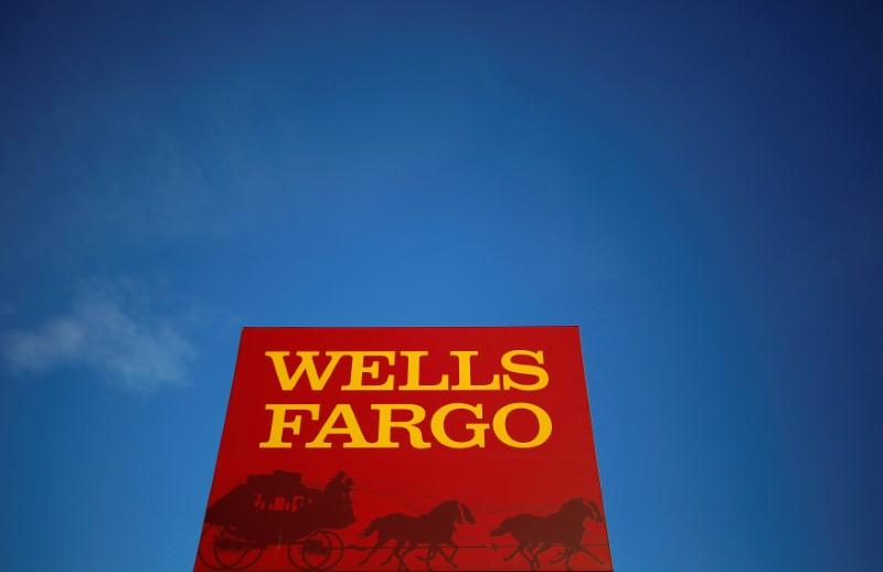 A Wells Fargo branch is seen in the Chicago suburb of Evanston, Illinois, U.S., February 10, 2015.  Jim Young