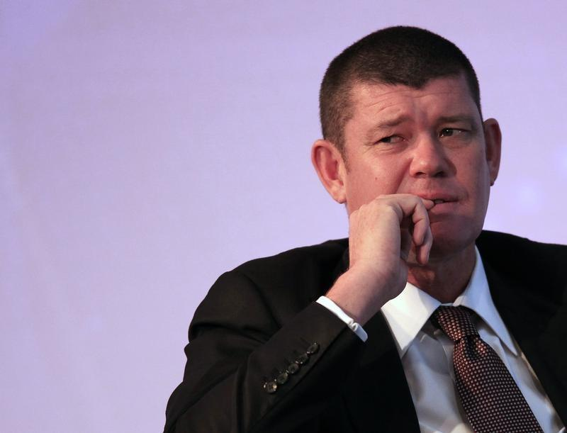 Australian gambling tycoon James Packer looks on during day two of the Commonwealth Business Forum in Colombo November 13, 2013. Sri Lanka's main opposition party on Monday demanded that police take action against Packer saying his plan to build a $400 million casino in Colombo has no proper licence. Mounting opposition by Buddhist religious leaders and some political parties has already led the Sri Lankan government to delay approval for Packer's Crown Ltd planned casino resort - the flagship project in a government plan to draw in Indian and Chinese gamblers.  Dinuka Liyanawatte
