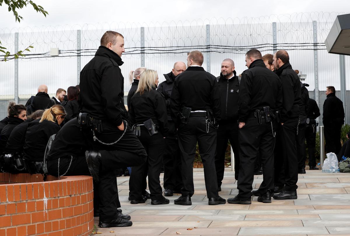 UK prison officers return to work after protest against violence in jails
