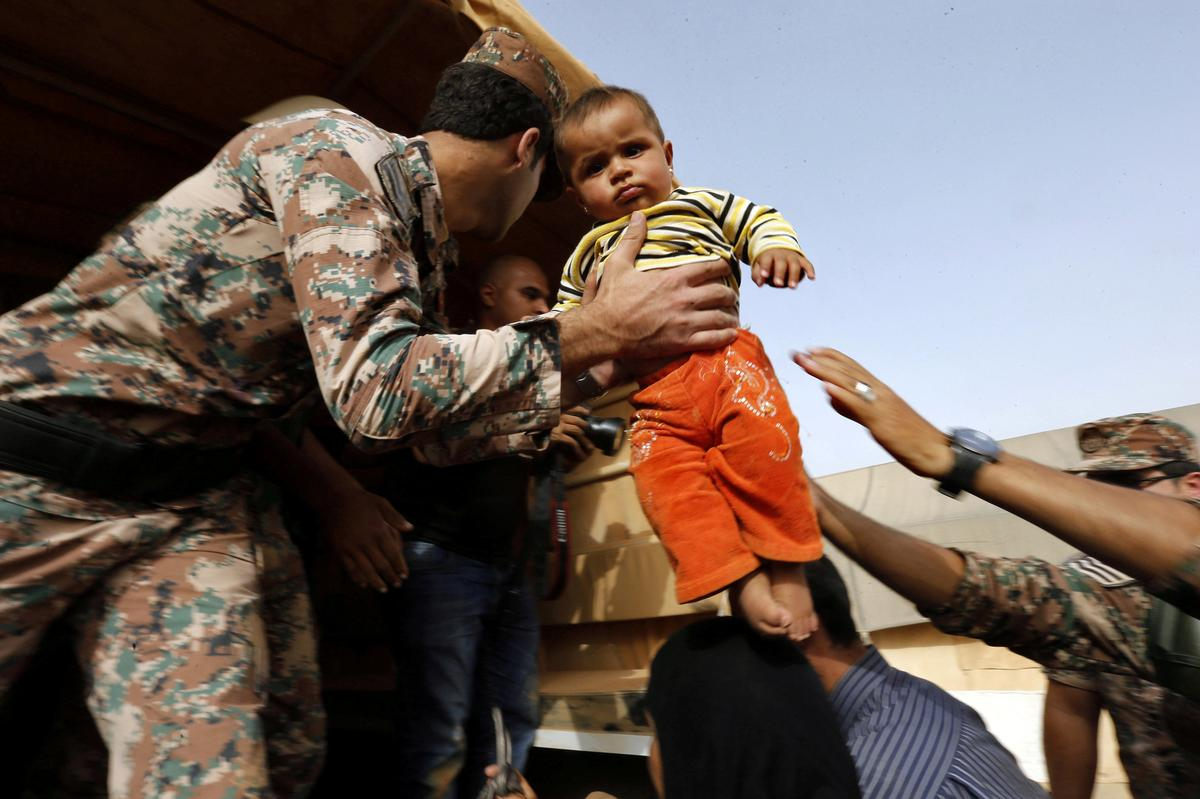 Plight of stranded Syrians worsens as food blocked