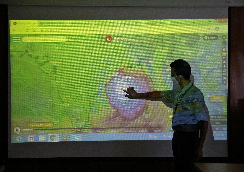 Centenas de milhares de pessoas evacuadas enquanto Índia e Bangladesh se preparam para o super ciclone