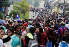 Thousands of Hondurans fleeing poverty and violence move in a caravan toward the United States, in Santa Rosa de Copan, Honduras October 14, 2018. REUTERS/ Jorge Cabrera TPX IMAGES OF THE DAY