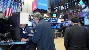 Wall Street falls with oil prices