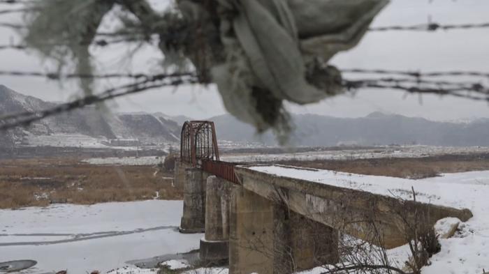 中朝国境地帯を行く、いてつく川と暮らす人々(字幕・12日)
