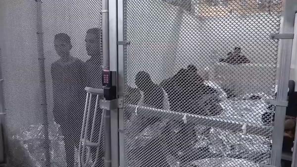寒さと飢えに苦しむ不法移民、トランプ「不寛容」収容所の実態(字幕・18日)