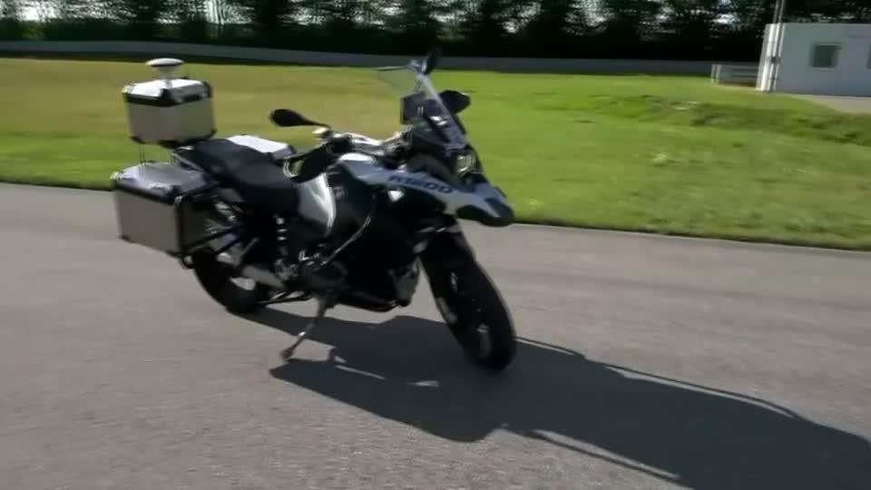 BMW shows off self-driving motorcycle