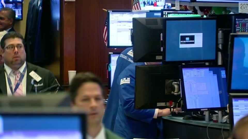 Apple, Amazon lead Wall Street lower