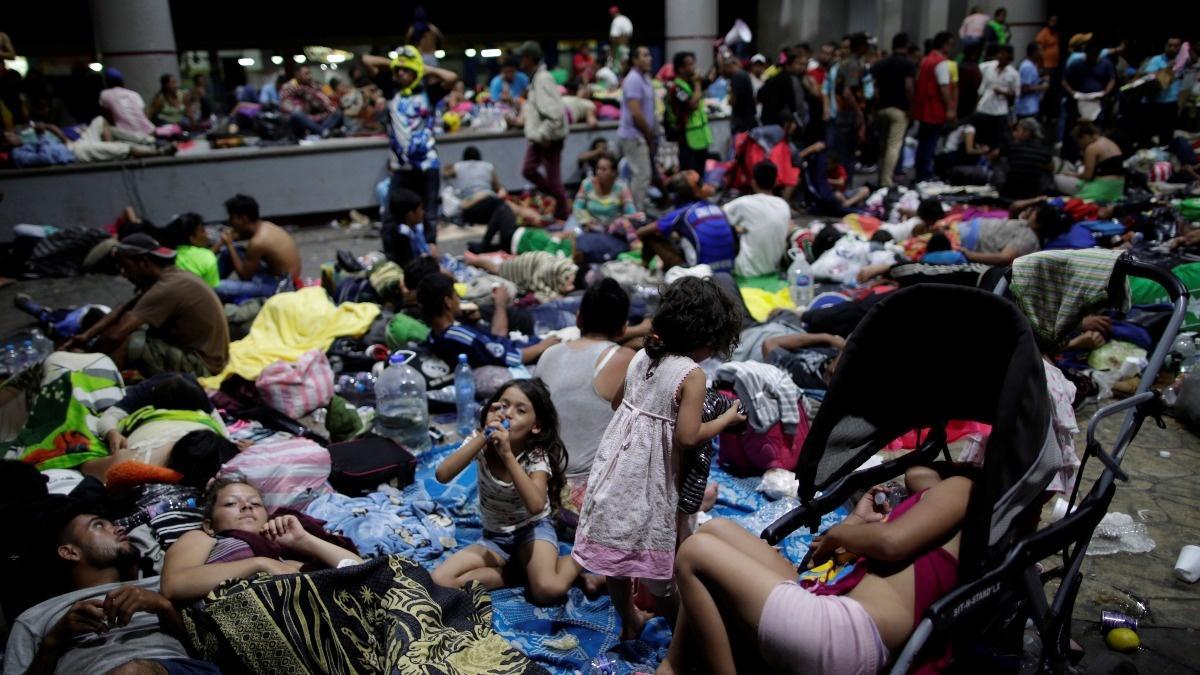 Migrant caravan resumes march to the U.S.