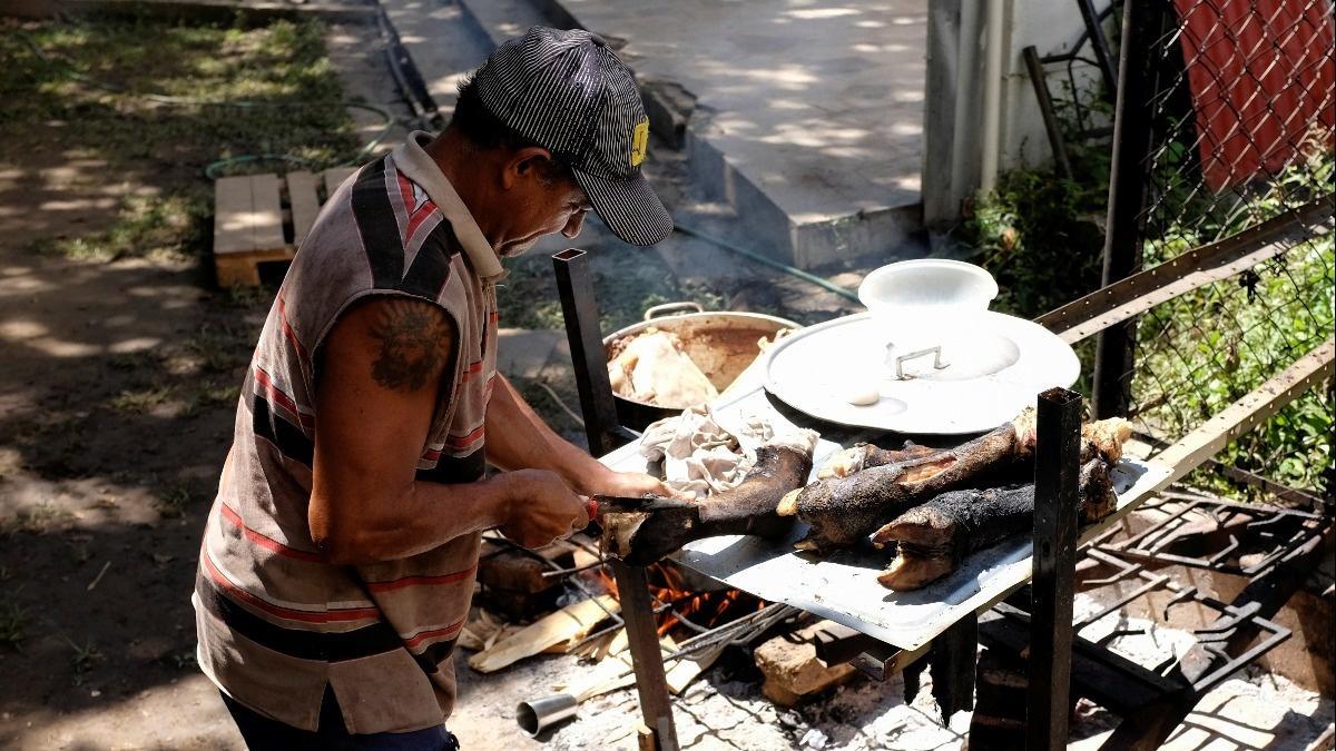 Venezuela turns to urban ranching during crisis