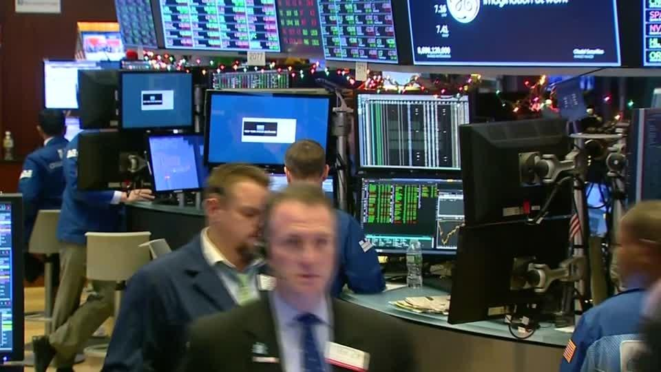 S&P 500 ends flat in choppy trade